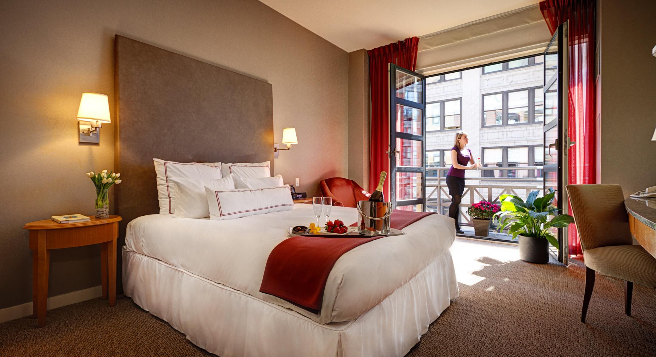 Juliet Balconies overlooking 26th Street are available in most of our Guestrooms with 1 Queen Bed
